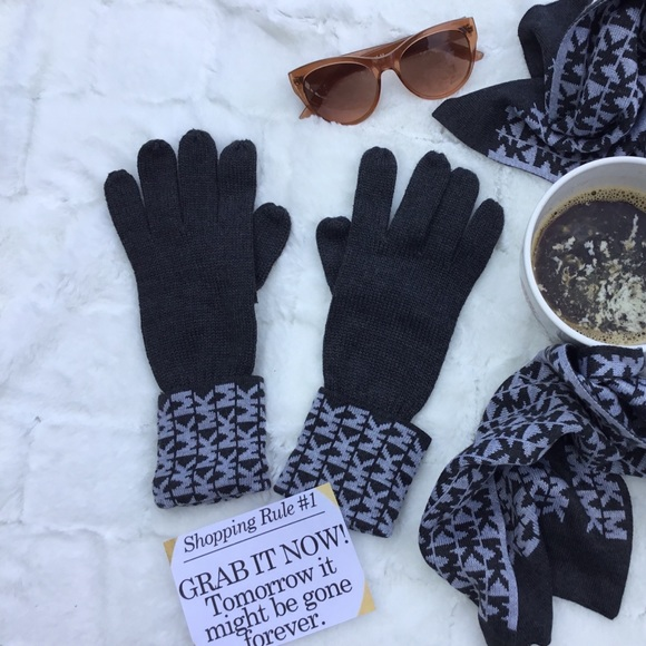 MICHAEL Michael Kors Accessories - NWOT Michael Kors Charcoal Gray Gloves With Logo